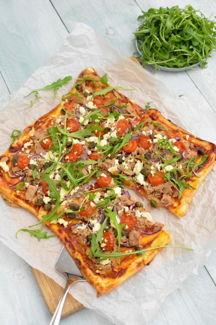 Plaat pizza met tonijn www.jaimyskitchen.nl