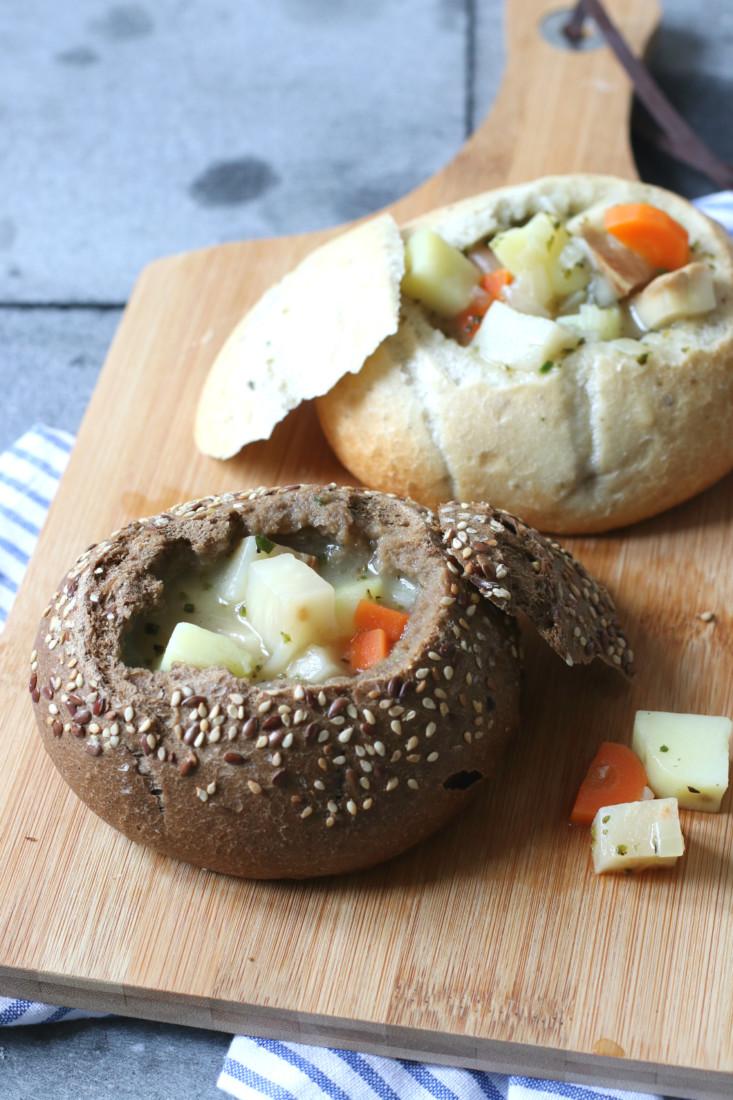 aardappel en knolselderij soep in brood www.jaimyskitchen.nl