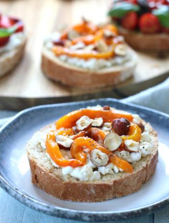 Bruschetta gele paprika en cottage cheese www.jaimyskitchen.nl