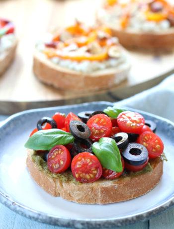 Bruschetta met tomaat pesto en olijf www.jaimyskitchen.nl