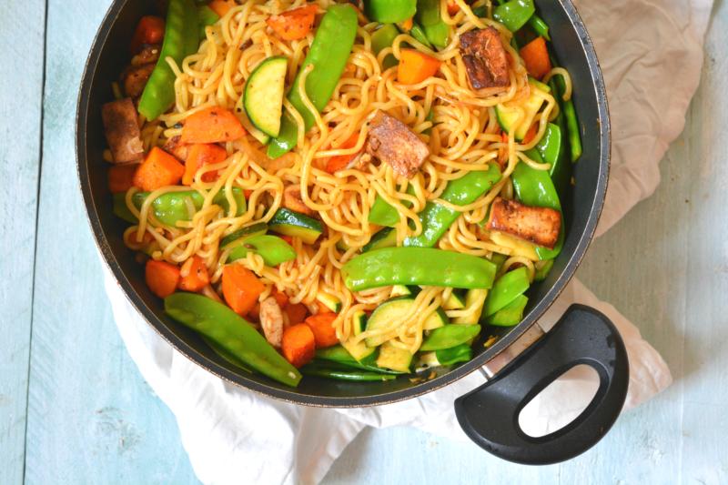 One pot noedels met pompoen peultjes en tofu www.jaimyskitchen.nl