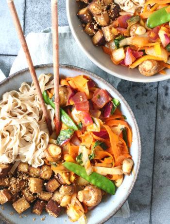 Volkoren rijst noedels met wokgroenten en tofu www.jaimyskitchen.nl