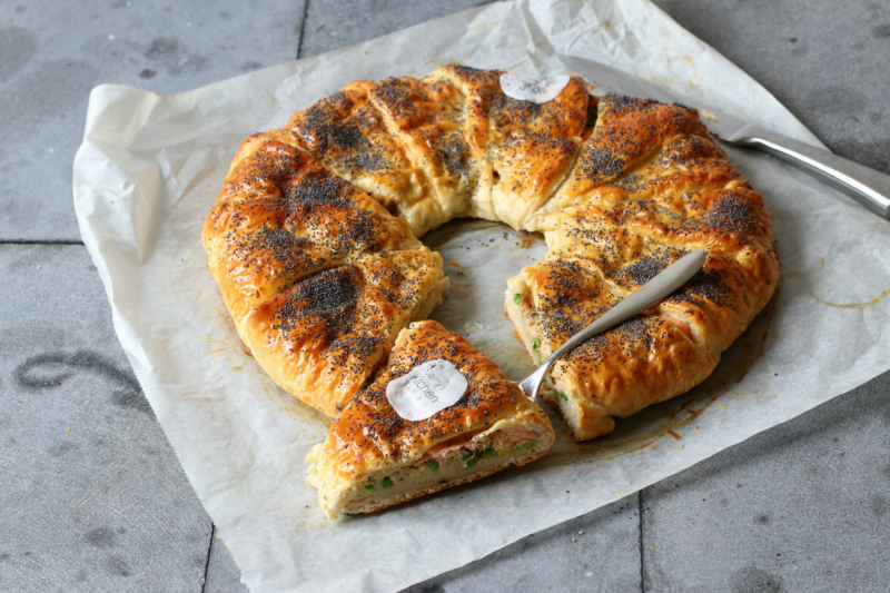 Kerst krans van croissantdeeg met zalm en roerei www.jaimyskitchen.nl
