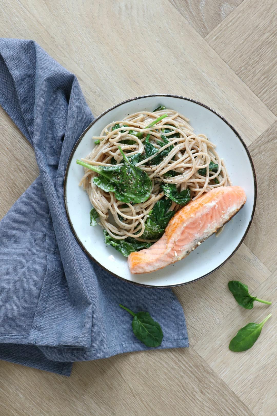 Pasta met roomkaas spinazie en gebakken zalm www.jaimyskitchen.nl
