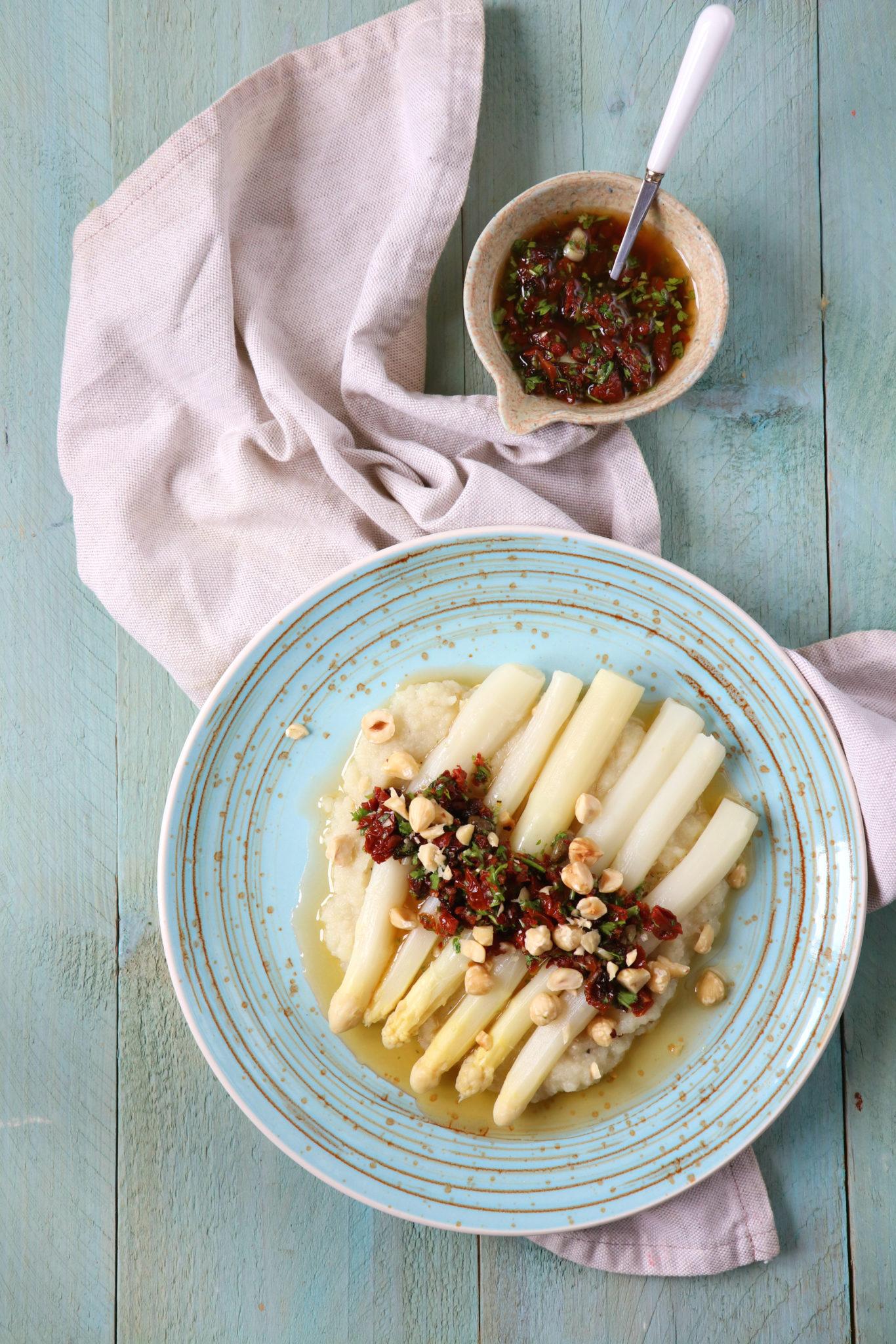 Recept Witte asperges met zongedroogde tomaten salsa www.jaimyskitchen.nl