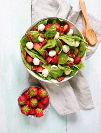 Recept salade met spinazie en aardbei en mozarella pecan www.jaimyskitchen.nl