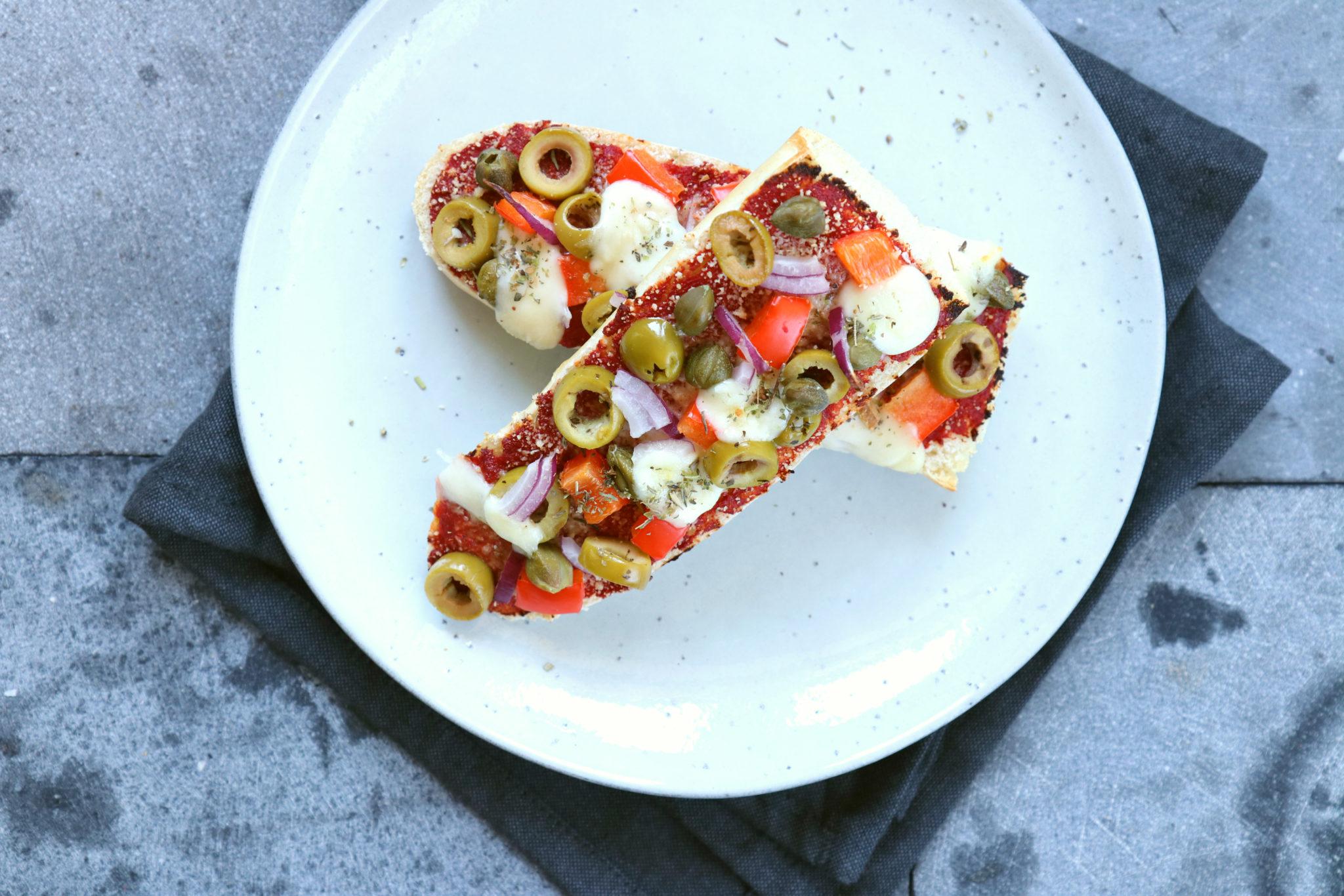 Recept vegetarische pizza broodjes www.jaimyskitchen.nl