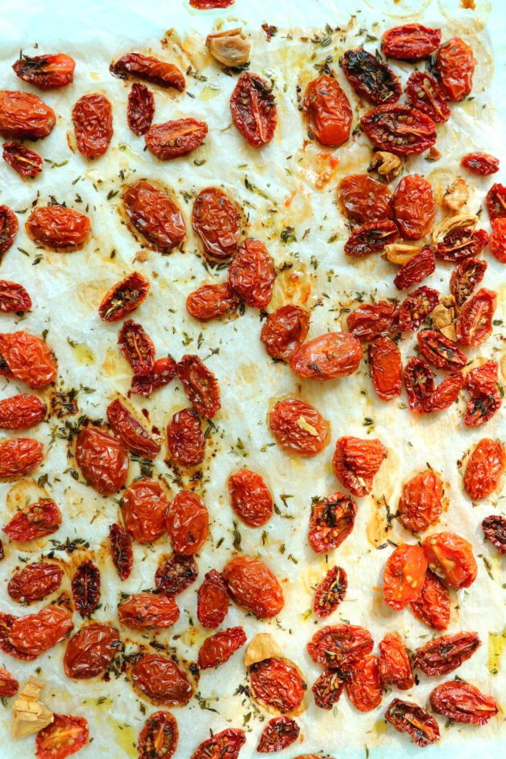 Zongedroogde tomaatjes uit de oven www.jaimyskitchen.nl