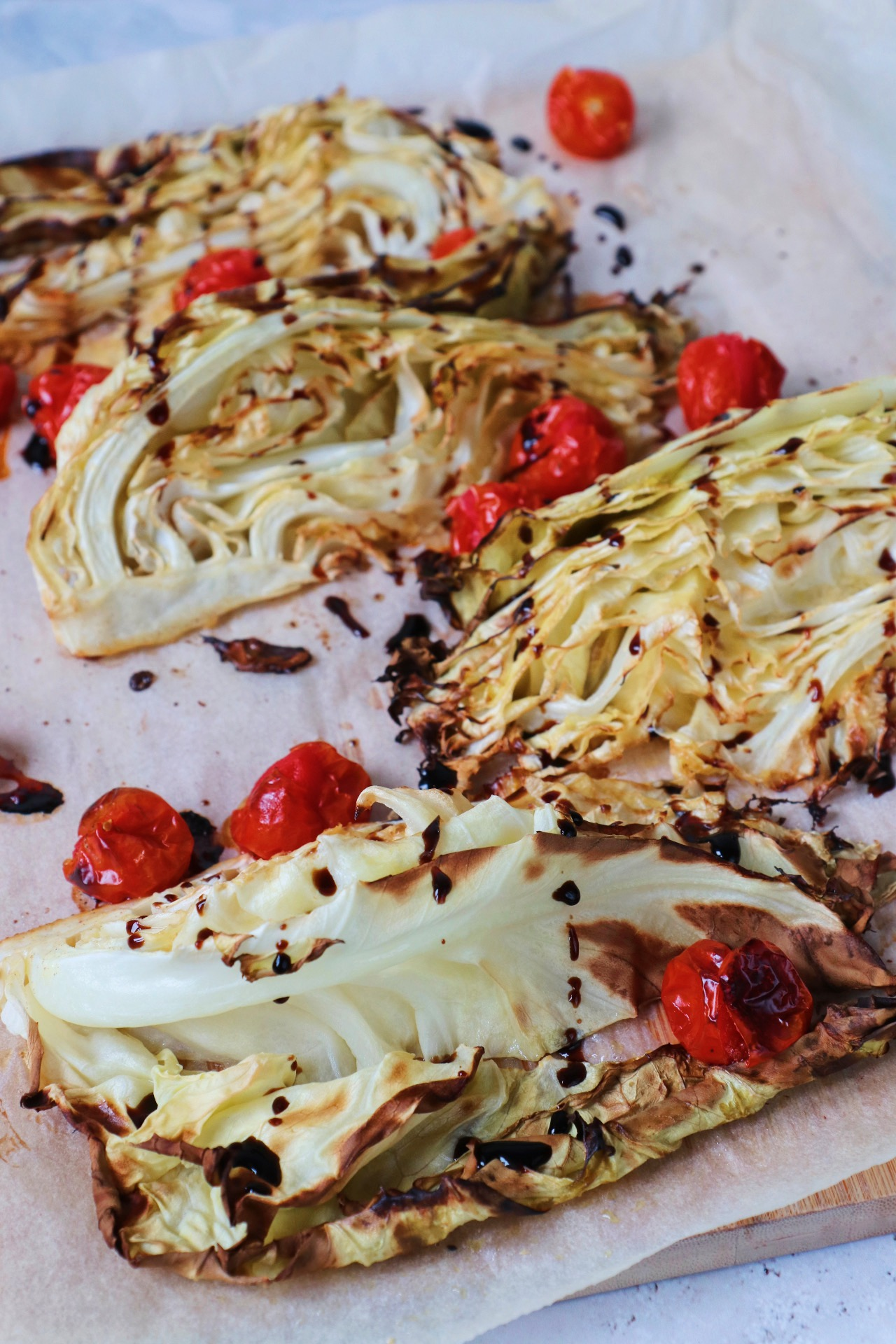 Geroosterde spitskool met cherrytomaat www.jaimyskitchen.nl