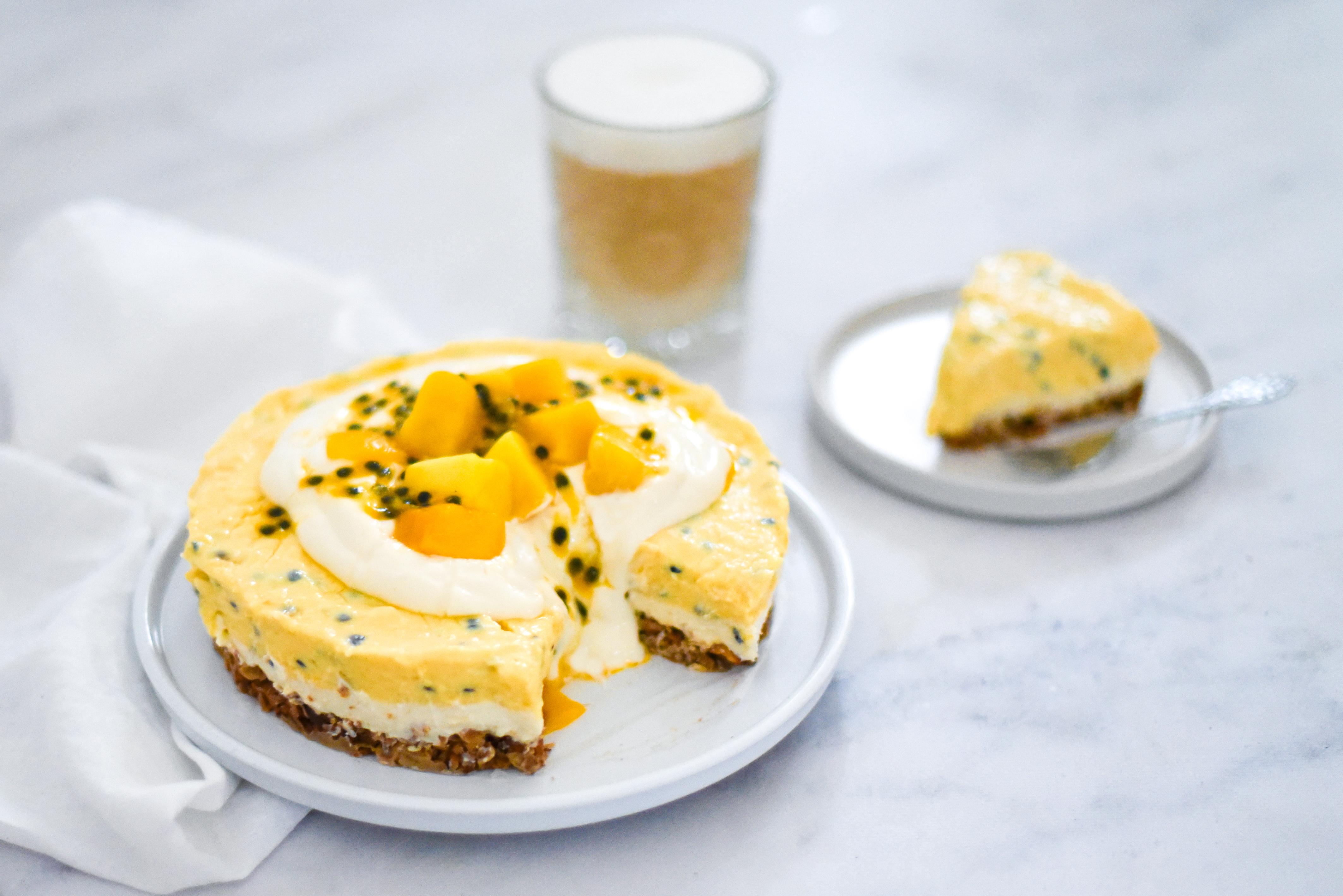 Granola-ontbijttaart met tropisch fruit www.jaimyskitchen.nl