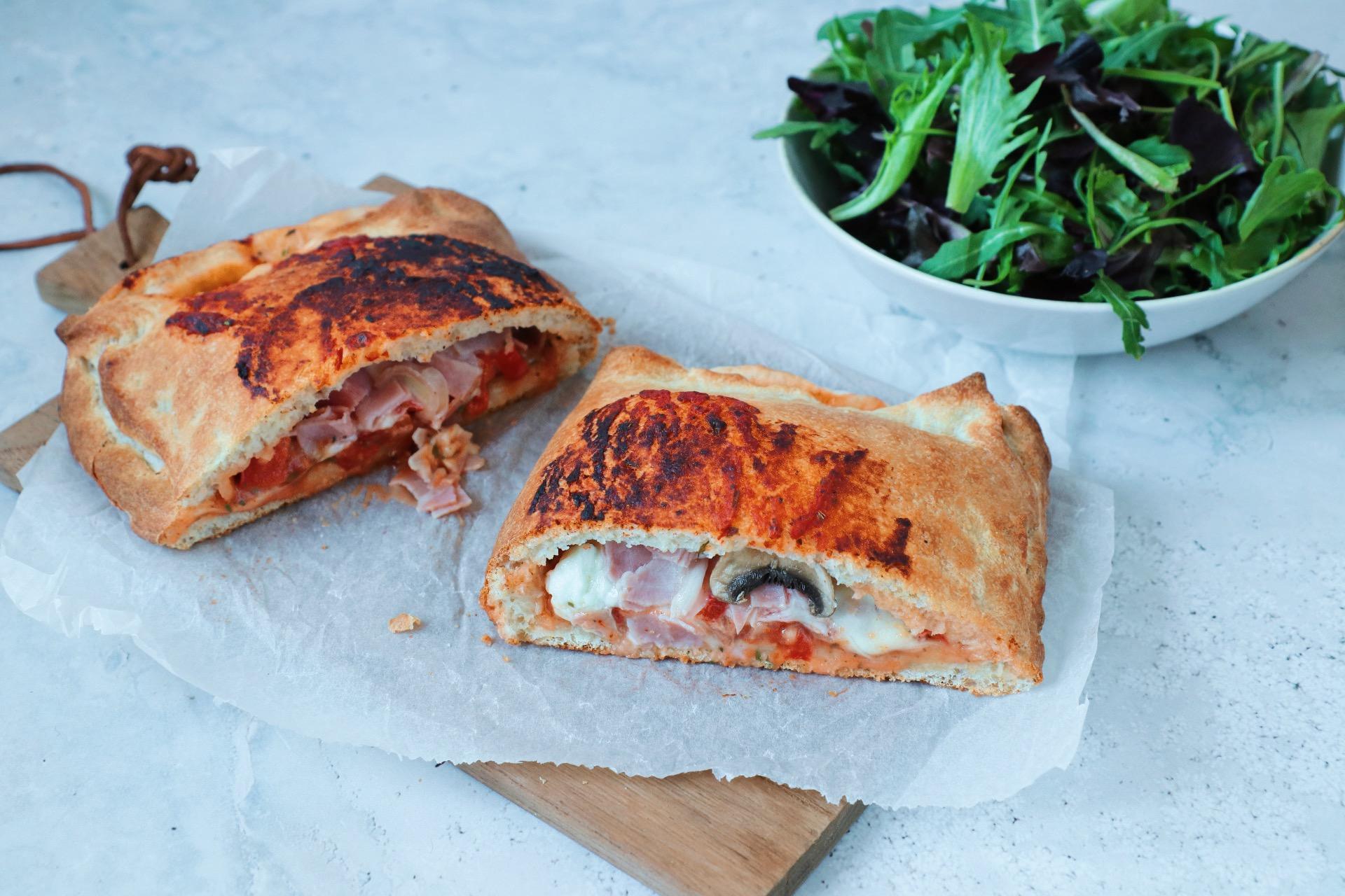 Pizza calzone met ham en champignons www.jaimyskitchen.nl