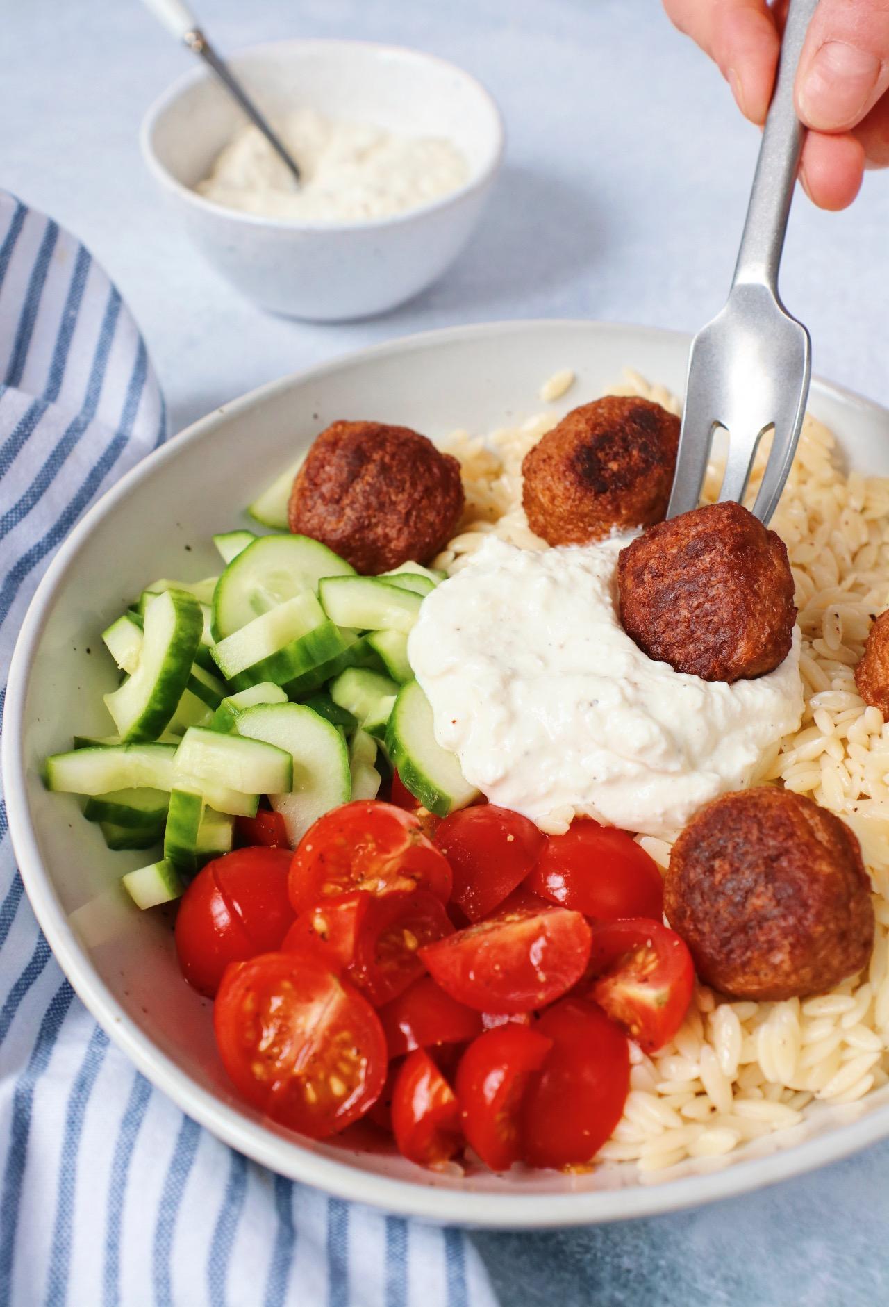 Orzo salade met vega gehaktballetjes www.jaimyskitchen.nl