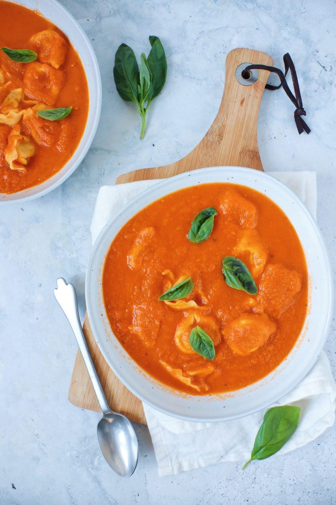 Tomatensoep met tortellini www.jaimyskitchen.nl
