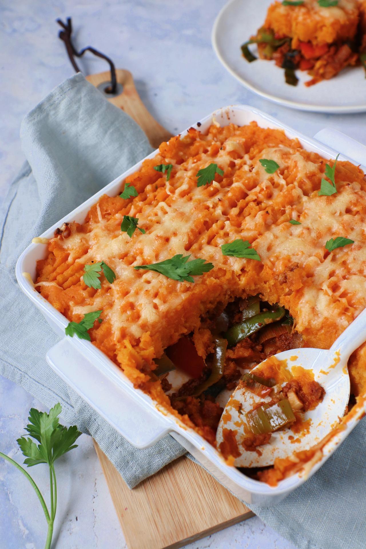Ovenschotel met zoete aardappel, (vega) gehakt, prei en paprika www.jaimyskitchen.nl